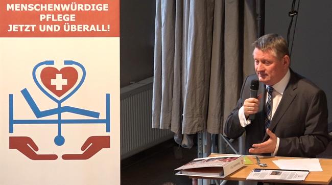 Bundesgesundheitsminister Hermann Gröhe beim Pflegetreff am 21.10.2015